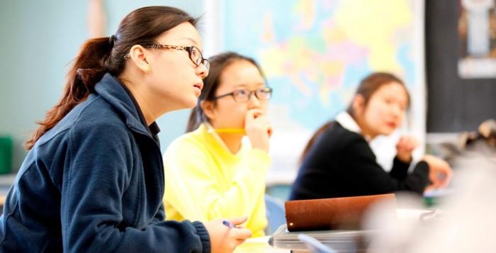8 Critical Factors for Choosing a Study Abroad Destination